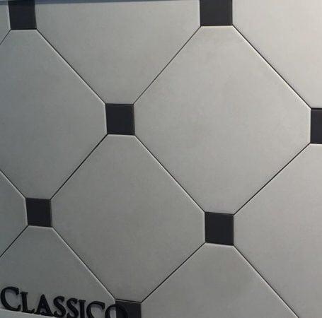 Piso clássico em branco e preto.