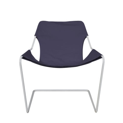 Poltrona Paulistano Colorida da Futon Company. em ultra violet
