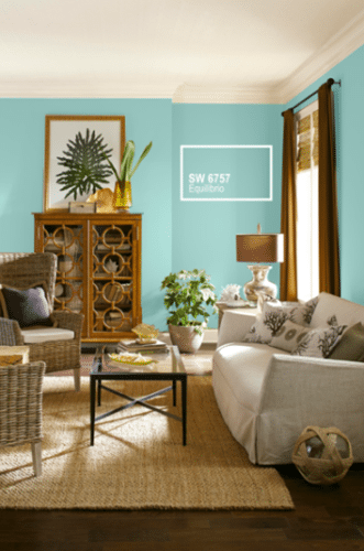 Tintas Sherwin-Williams, cor Equilibrio. Uma tom de azul turquesa para a parede da sala.