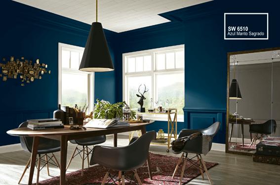 Tintas Sherwin-Williams, cor Manto Sagrado. Uma cor azul marinho, marítimo, bem chique para a sala de jantar.
