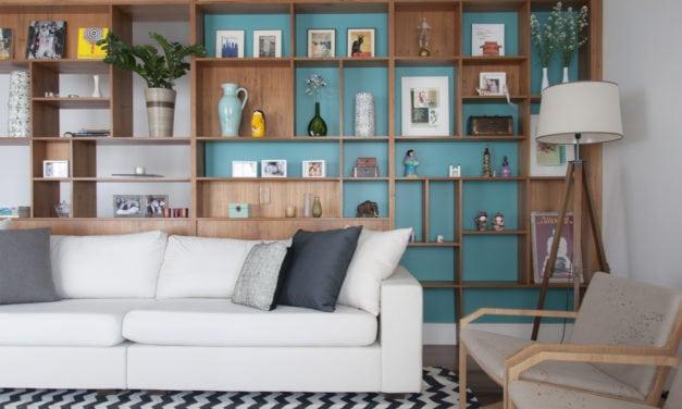 Salas integradas no apartamento assinado por Lucia Manzano