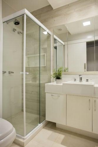 banheiro da suite assinado por arquiteto Mauricio Rebello e pelo engenheiro Getúlio Evangelista.