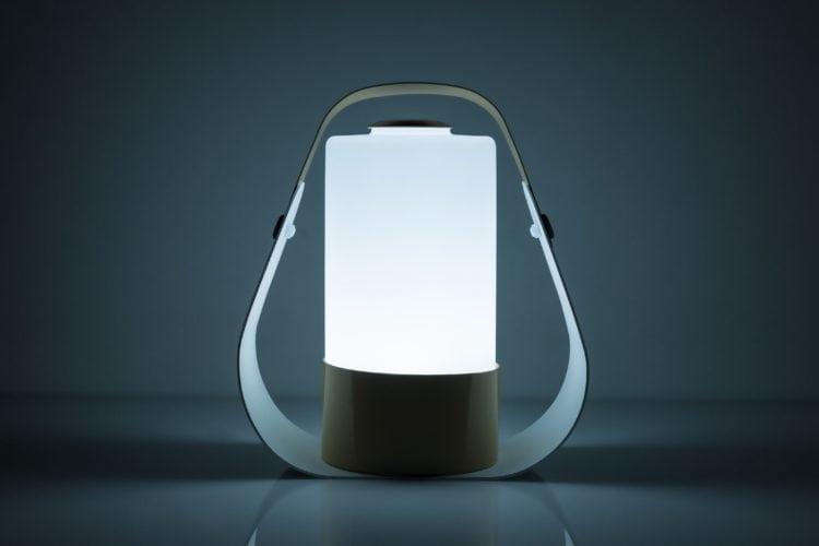 Cicluz, a luminária que proporciona bem-estar e trabalha com inteligência circadiana. Modelo de mesa.