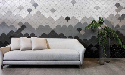 Revestimentos cerâmicos decorando as paredes.