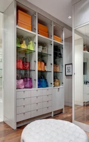 closet com prateleiras para bolsas