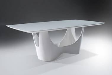 Mesa de jantar Infinitá, da Universum, na Abimad