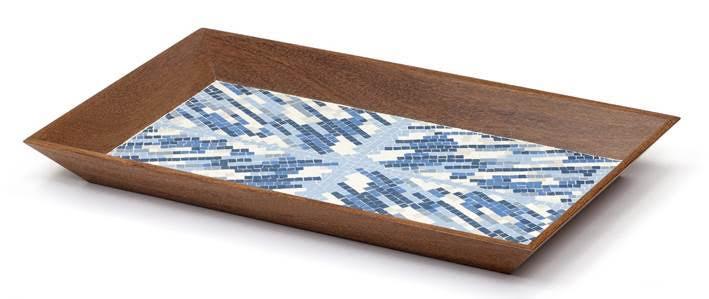 Bandeja Itamaraty: O formato da bandeja, com suas bordas inclinadas, é baseado em um desenho original de Paulo Werneck, que a usava como instrumento de trabalho (para transportar mosaicos) no seu atelier. O mosaico da Itamaraty é um detalhe do mural criado para o Palácio do Itamaraty, em Brasília – projeto de Oscar Niemeyer.