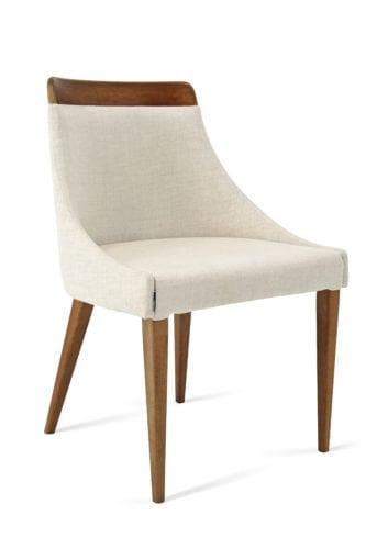 Cadeira Alpi, com detalhes em madeira e assento estofado, na Saccaro best sellers