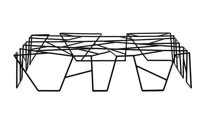 Mesa C41, com estrutura em ferro, de Marcus Ferreira para a Carbono
