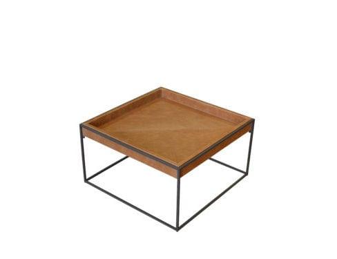 Mesa de Centro Peão, com estrutura em aço e bandeja em couro, de Larissa Diegoli para Clami; best sellers