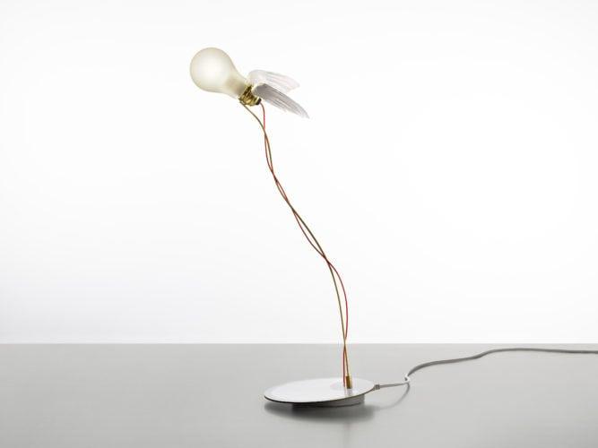 Luminária de mesa Lucellino, assinada por Ingo Maurer para a FAS Iluminação; best sellers