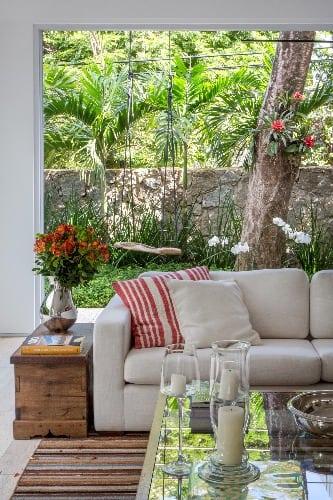 Detalhe do sofá no projeto de anna luiza rothier