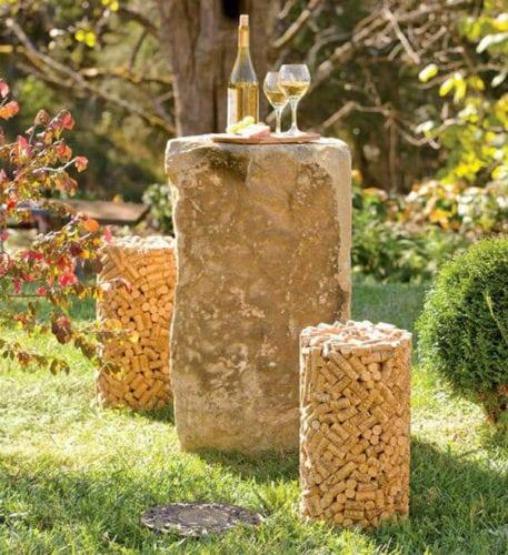 Upcycling, banco Feito a partir de centenas de rolhas de vinho, ele pode ser usado tanto no interior da casa quando do lado de fora, já que as rolhas fazem com que seja um ornamento leve, fácil de limpar e à prova de umidade.