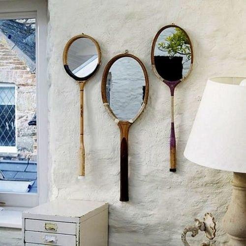 Upcycling, raquetes de tênis descartadas viram um lindo espelho.