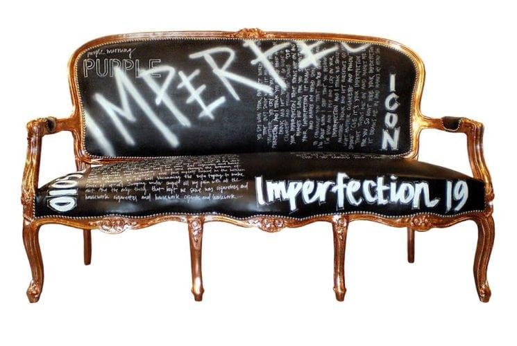 Upcycling, sofá antigo. Jimmie Martin, Design de Interiores Inglês, tem uma loja aonde reaproveitam móveis velhos e peças antigas de decoração. Algumas até mesmo com séculos de idade descartadas por seus antigos donos, e as transformam em peças modernas.