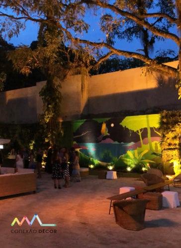 Decoração de Anna Carolina Werneck no novo espaço de eventos no Rio . Area externa com painel decorando