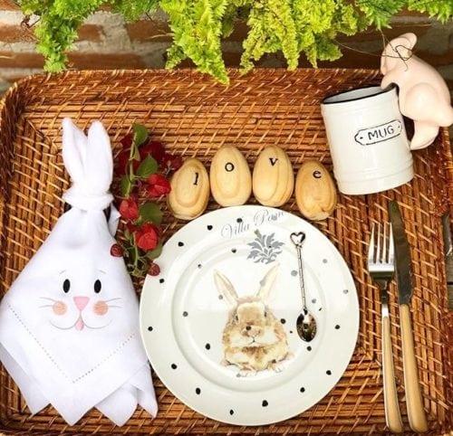 Inspiração e super dicas para a sua decoração de Páscoa. Bandeja de café da manhã de Páscoa