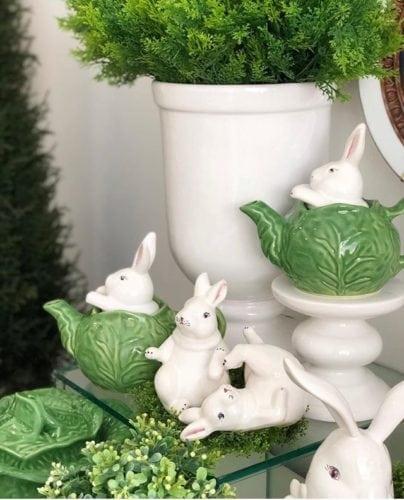 Inspiração e super dicas para a sua decoração de Páscoa. Bule com tampa de coelhinho
