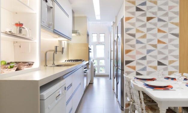 Antes e depois de uma cozinha. Projeto Paula Werneck.