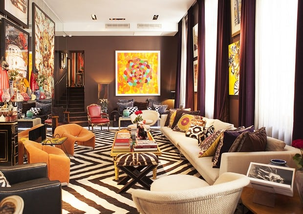 Estampa Chevron na decoração. Sala com tapete em zig zag preto e branco, estampa Chevron Decoração Sig Bergamin, foto de Emilia Brandão.