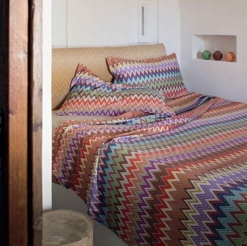 Estampa Chevron na decoração. Roupa de cama em zig zag colorido da Missoni Home