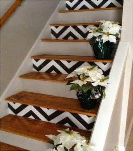 Estampa Chevron na decoração. Enfeitando os degraus da escada,