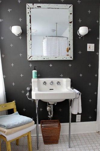 Inspirações para decorar usando lousa. Parede do lavado com tinta em lousa para decorar.