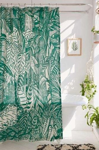 cortina de banheiro com estampa de folhagens