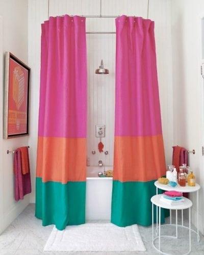 cortina de banheiro com 3 cores