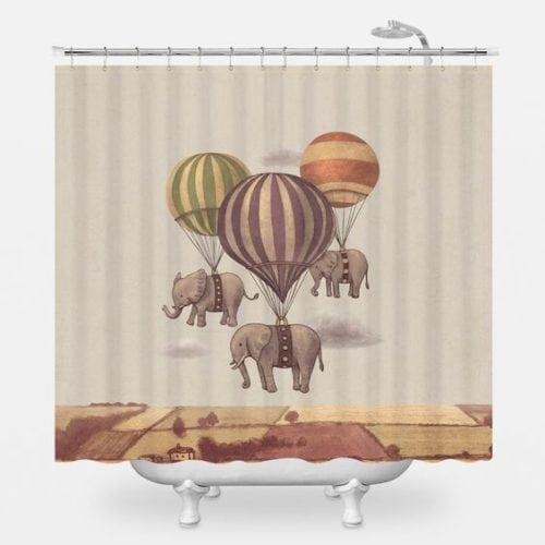 cortina de banheiro com estampa de elefantes e balões