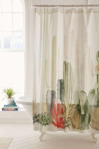 cortina de banheiro com estampa de cactus