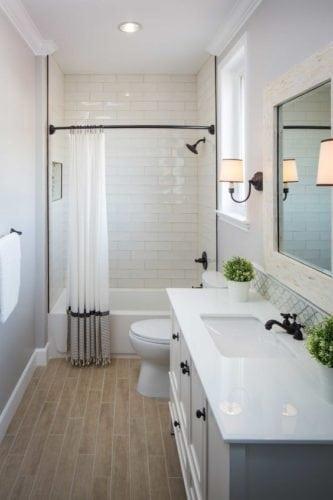 Cortina de banheiro com barrado e pegada industrial