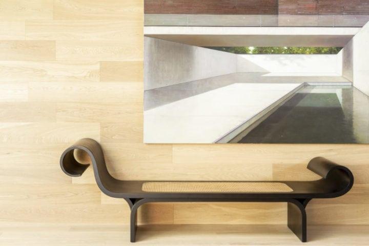 Poltrona Marquesa de Niemeyer na sala da casa da arvore da suite arquitetos para casacor sp