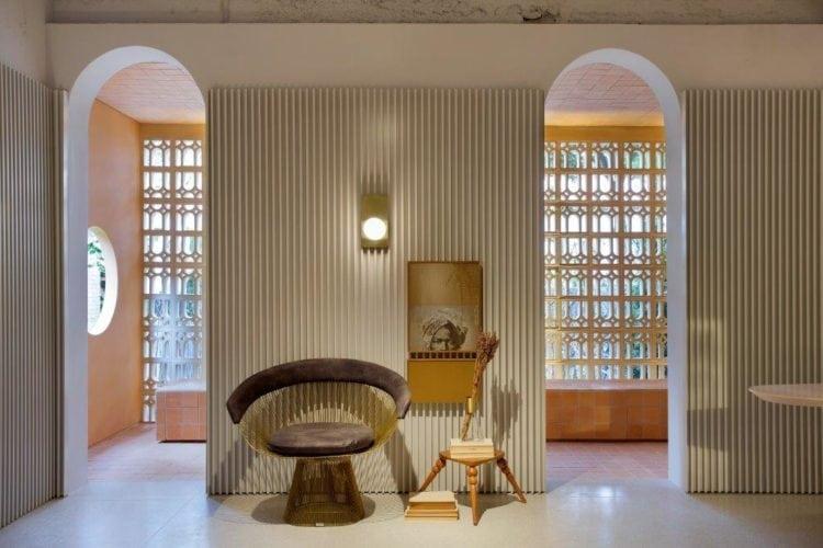 CASACOR SP: Ambiente Léo Shehtman, Casa dos arcos. Arcos na passagem para a varanda.