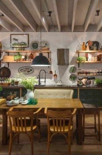 Decorando com os signos, a casa do Taurino. Cozinha aconchegante , sofá e cadeiras na mesa.