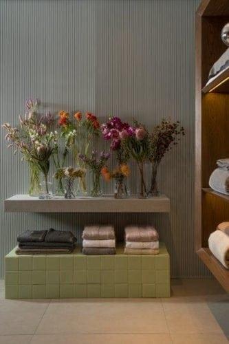 apoio para flores da Casa Moyses assinada por Studio 011 para Casacor SP