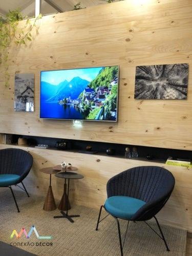painel de tv na sala da casa sustentável da leroy merlin no casacor sp