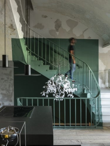 escadaria da cozinha matriz da Triart arquitetura na casa cor sp