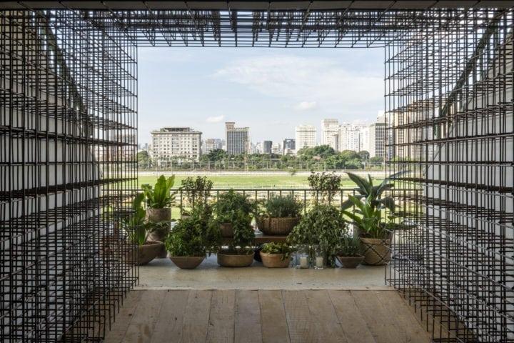 jardim com paisagismo de Clariça Lima na cozinha matriz da Triart para casa cor sp