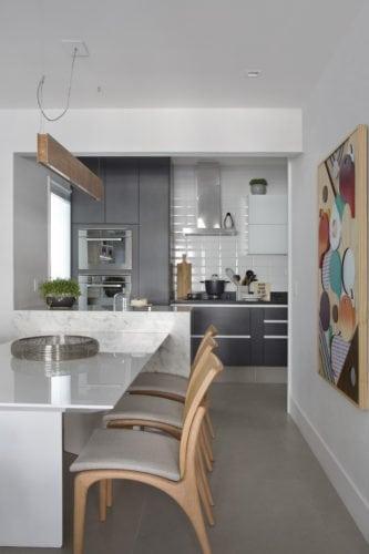 cozinha do apartamento de Bezamat arquitetura e Fotos: Denilson Machado - MCA Estúdio