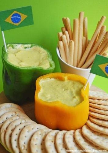 Dicas e inspirações para receber os amigos nos jogos da Copa do Mundo 2018. Pastinhas servidas em pimentão verde e amarelo.