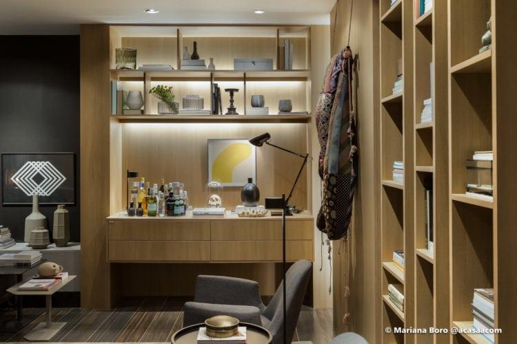 bar na sala da Klaxon Arquitetura para CasaCor SC foto de Mariana Boro