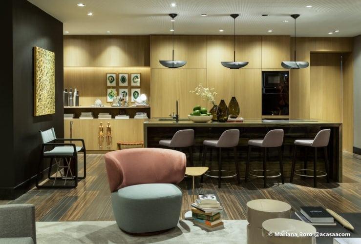Cozinha e sala da Klaxon Arquitetura para CasaCor SC foto de Mariana Boro