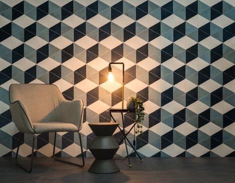 Obras de Candido Portinari foram inspiração para a criação de porcelanato. Aplicado na parede inteira, um dos modelos.