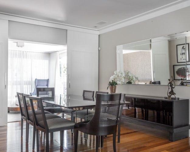 Sala de jantar assinada por Triarq Studio Arquitetura e foto de João Paulo