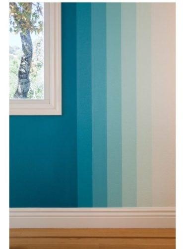 Diferença entre a pintura degradê e ombré. Degradê na vertical , tonalidades da cor azul.