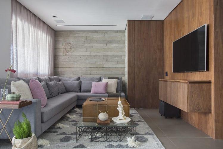 Sala de estar assinada por Fabiano Ravaglia com fotos de denilson machado