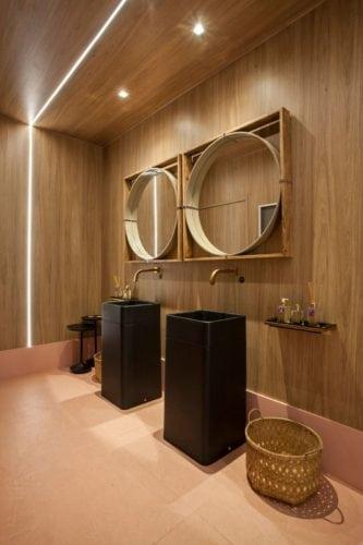 CZHOTT ARQUITETURA E INTERIORES apresenta o BAR LOUNGE da CASACOR SP 2018 lavabo de madeira
