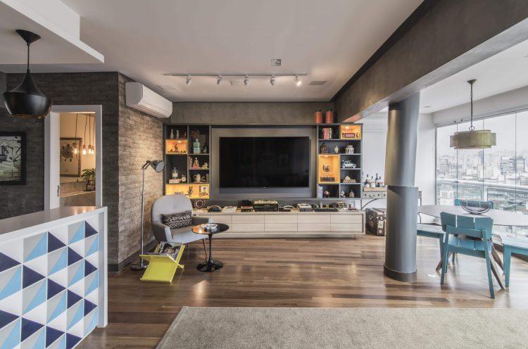 Sala com tv integrada no Loft Faria Lima - Pietro Terlizzi
