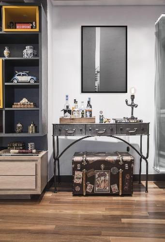 Aparador e bau da Westing na decoração do Loft Faria Lima - Pietro Terlizzi